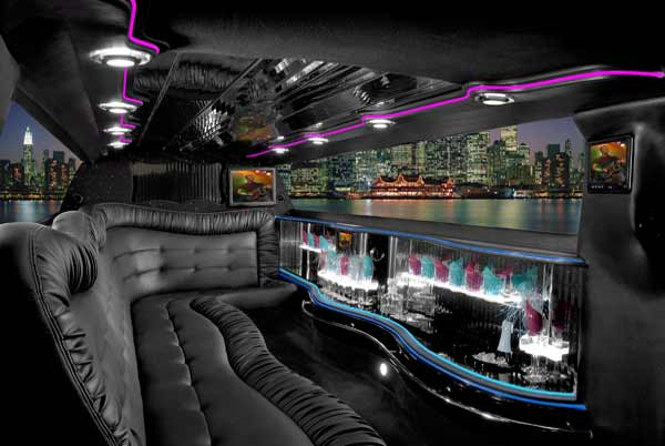 Chrysler 300 limo rental Cumberland Head