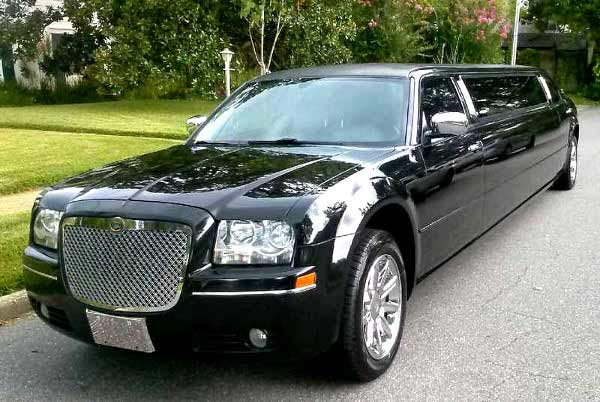 Chrysler 300 limo service Harbor Hills