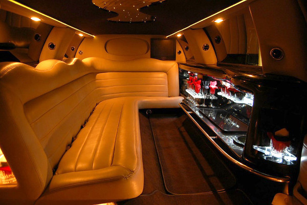 lincoln limo service Elma Center