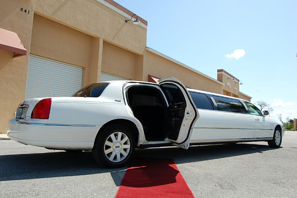 lincoln stretch limo rental Groveland Station