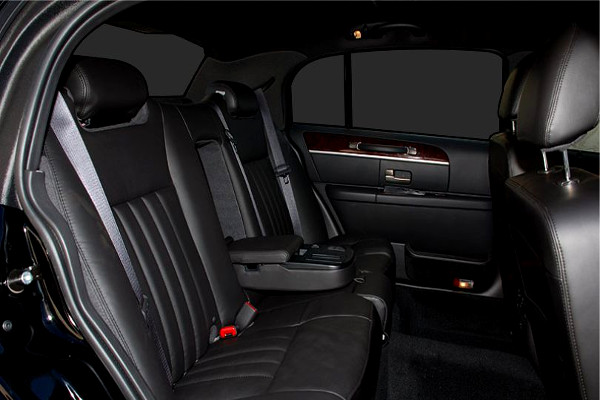 Youngstown Lincoln Sedan Rental